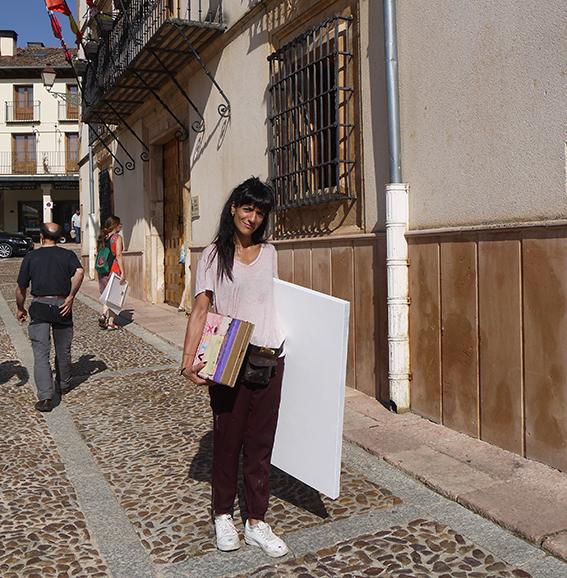 Artista con su Carpeta Silla, preparada para empezar a pintar.